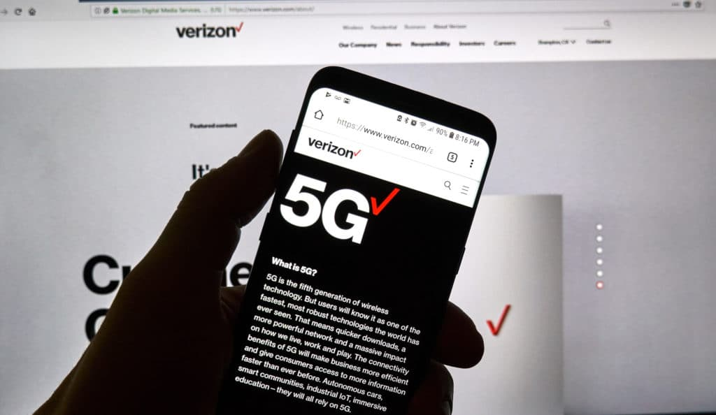 verizon-swot-analysis-strengths Verizon 5g official web page on a cellphone.