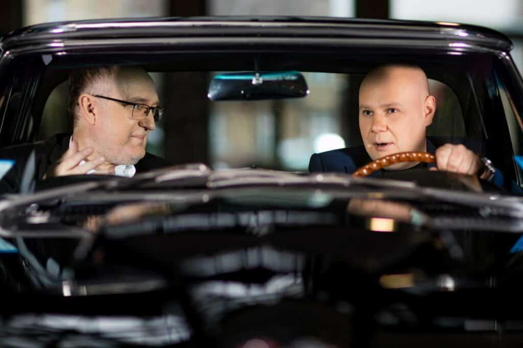 """Geschäftsführer Alexej Erdle (rechts): """"Wir wollen weiterhin schneller als der Markt wachsen"""", im Interview mit Thomas Casper (links) Pressesprecher AUTODOC"""