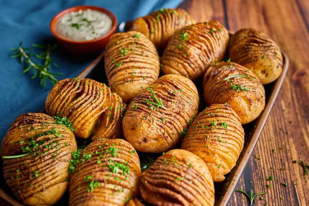Fächerkartoffeln mit Kräutercreme