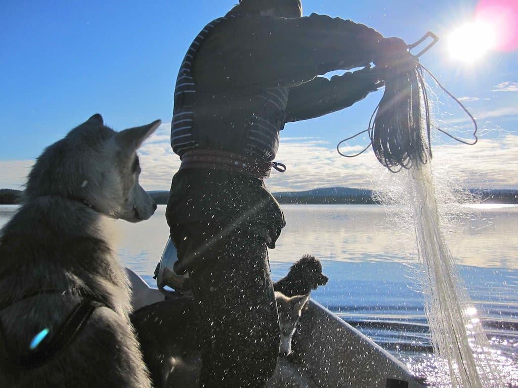Leben in Lappland: Marion auf einem Ausflug auf dem See