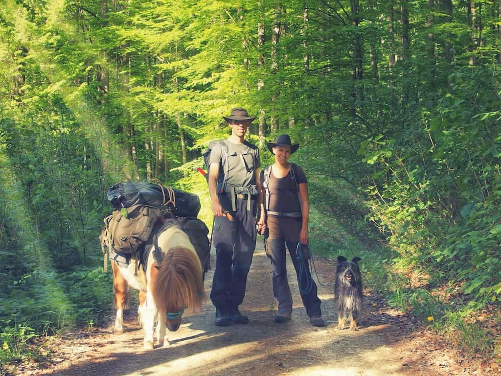 Wandern mit Pferd: Sarah mit ihrer Crew