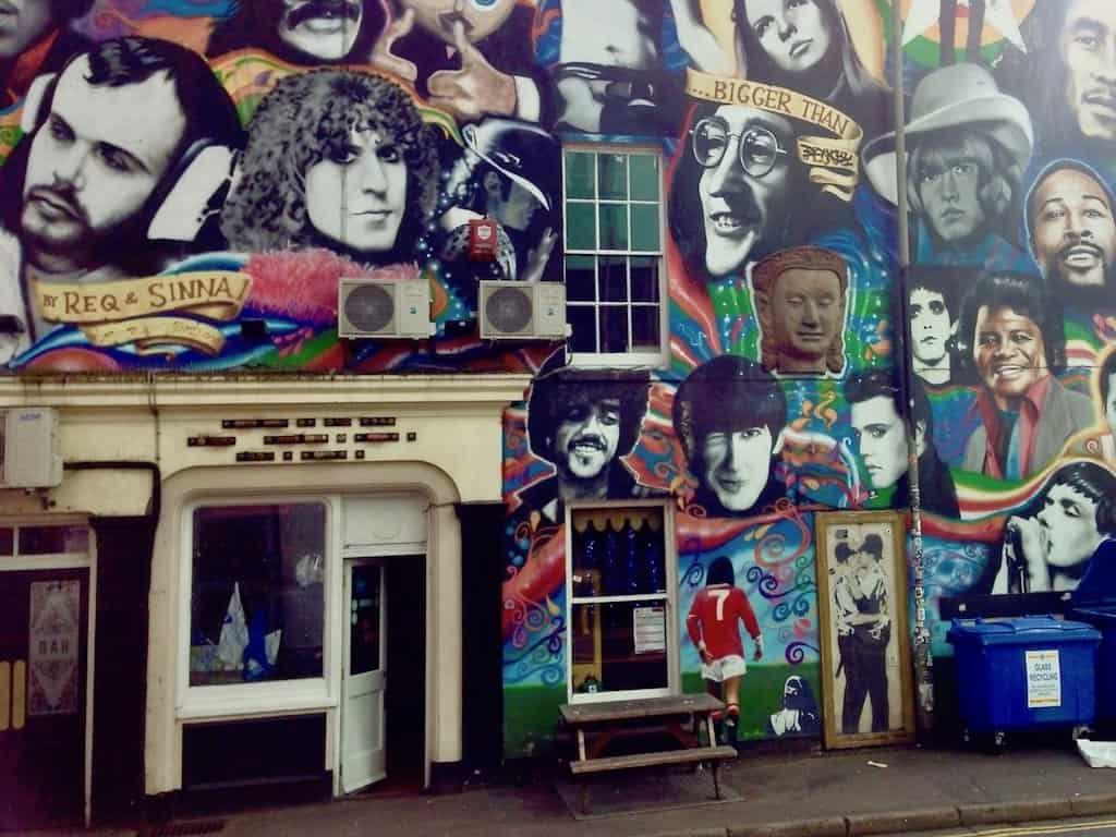 Brighton Sehenswürdigkeiten: Banksy an der Pub-Wand
