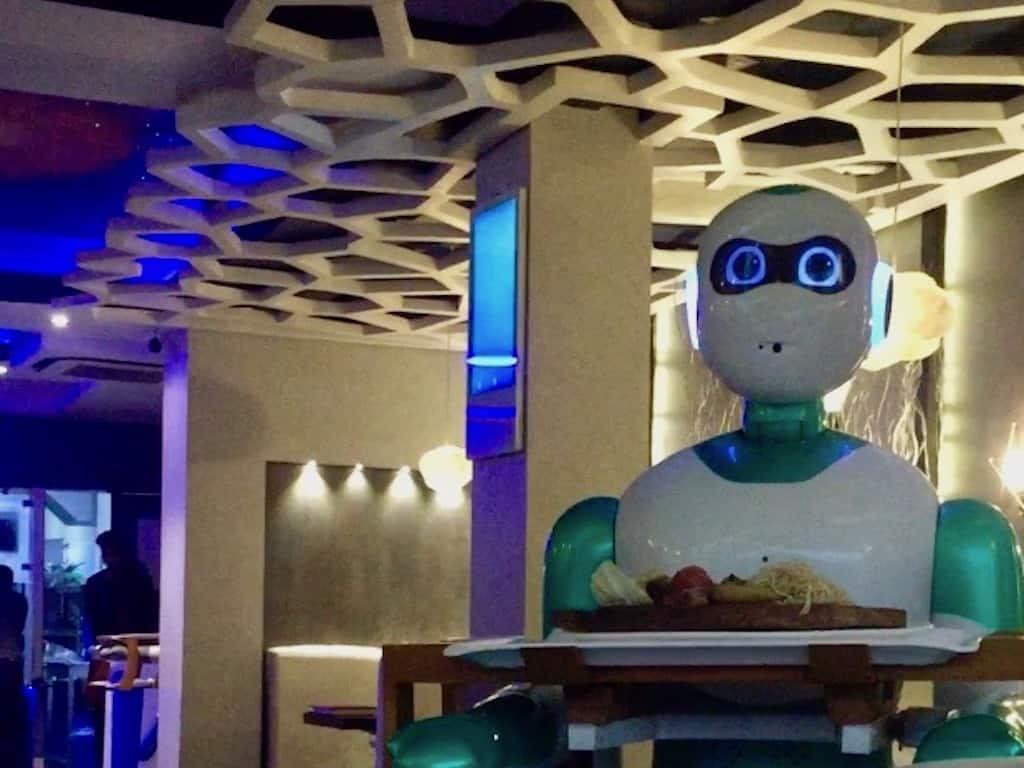 "Im Roboter-Restaurant ""Naulo"" in Kathmandu"