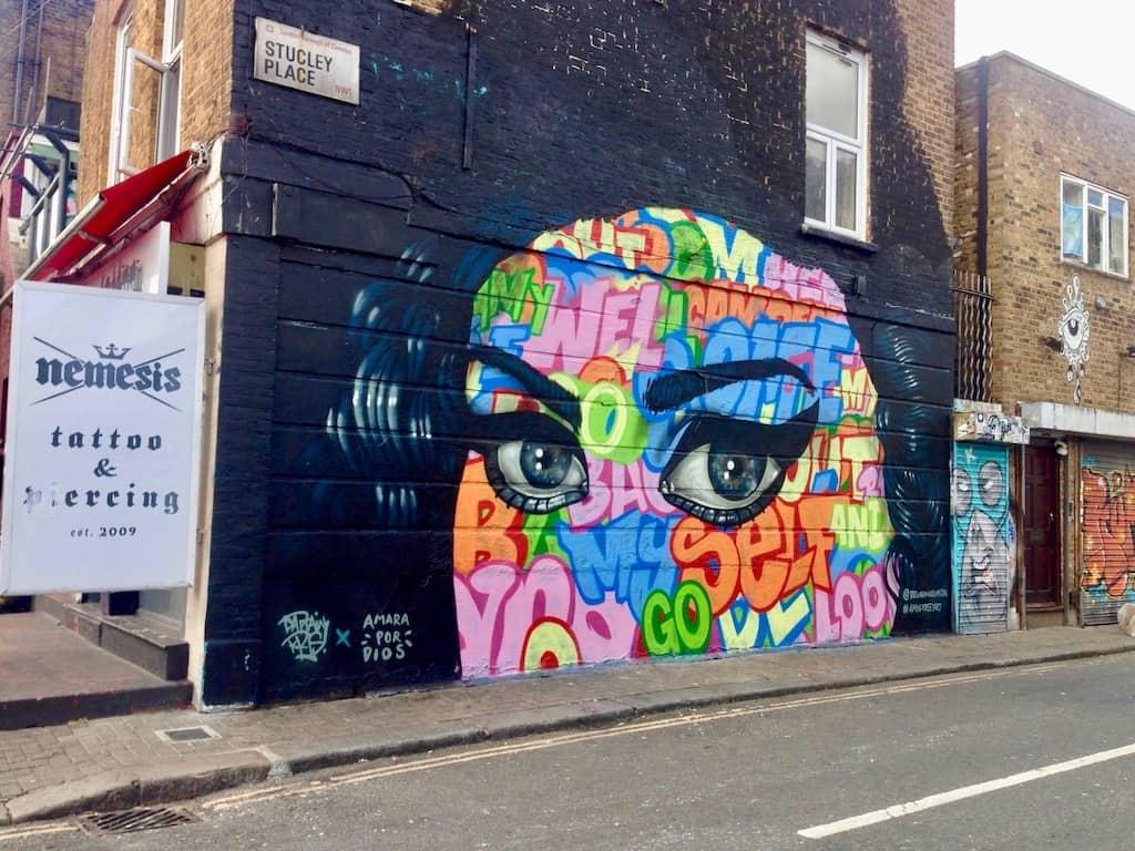 Camden, London: Grafitti zu Ehren von Amy Winehouse