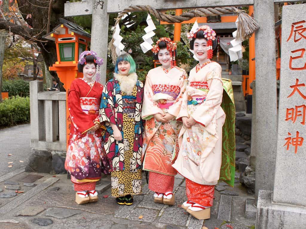 Leben in Japan: Anji mit (unechten) Lerngeishas