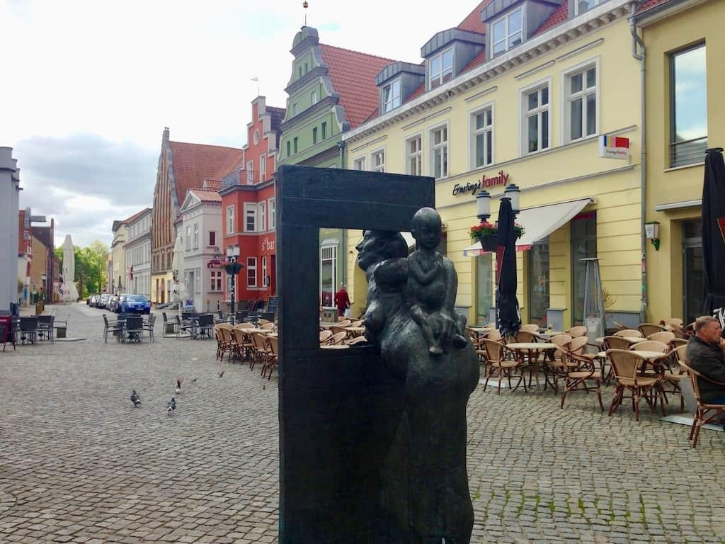 Greifswald Sehenswürdigkeiten: Statue am Fischmarkt