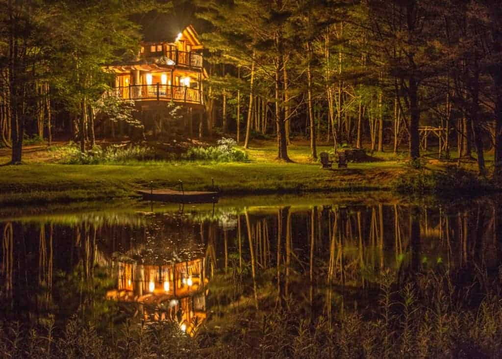 Moose Meadow Lodge & Treehouse hosts one of the most awesome treehouse rentals in Vermont. This is the night view.