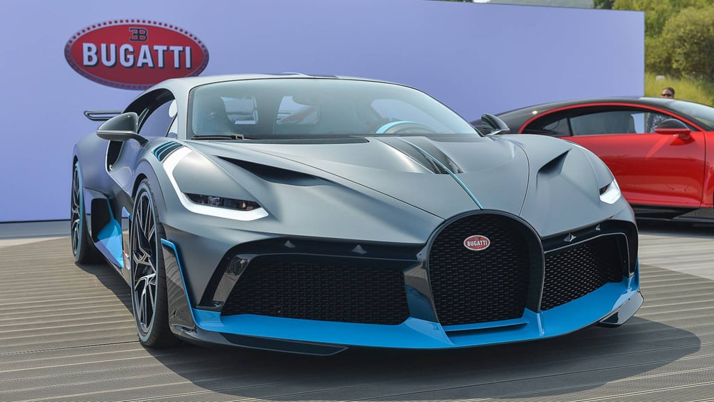 cam xe oto Bugatti gia cao