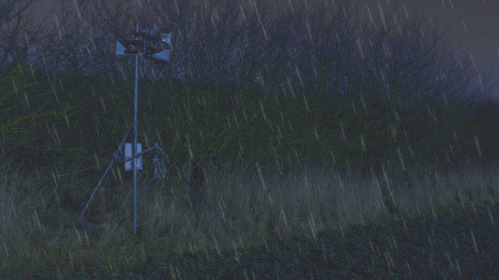 Scarecrow paukščių baidymo sistema su skambučiais ip, skirta apsaugoti nuo atšiaurių oro sąlygų