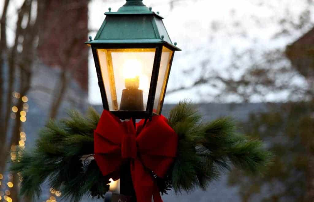 holiday lighting on town lamp