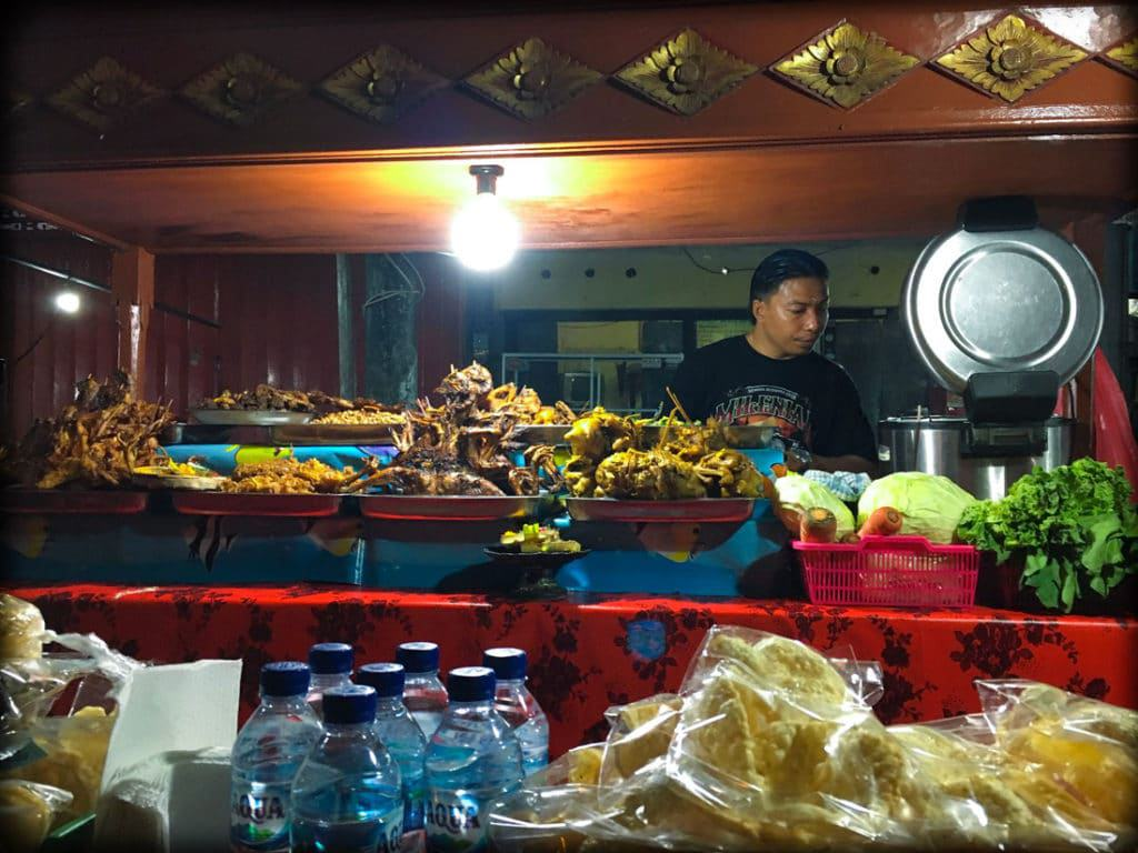 Food at a Bali night market in Gianyar, one of the things to account for when calculating an Indonesia trip cost