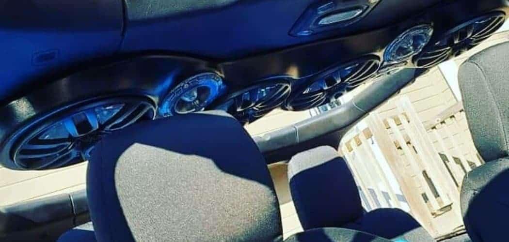speakers in black sound bar inside jeep wrangler