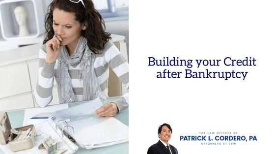 Construyendo su crédito después de la bancarrota