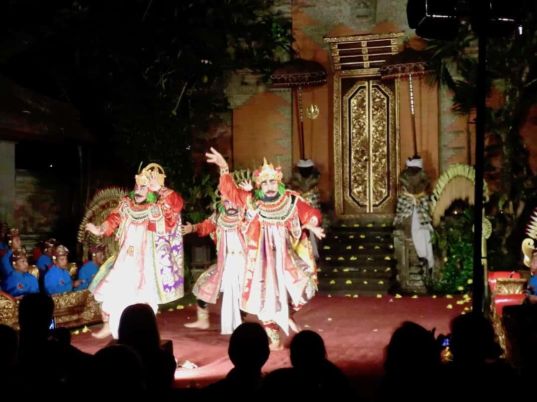 Ubud Bali: Typischer Tanz mit Gamelanorchester