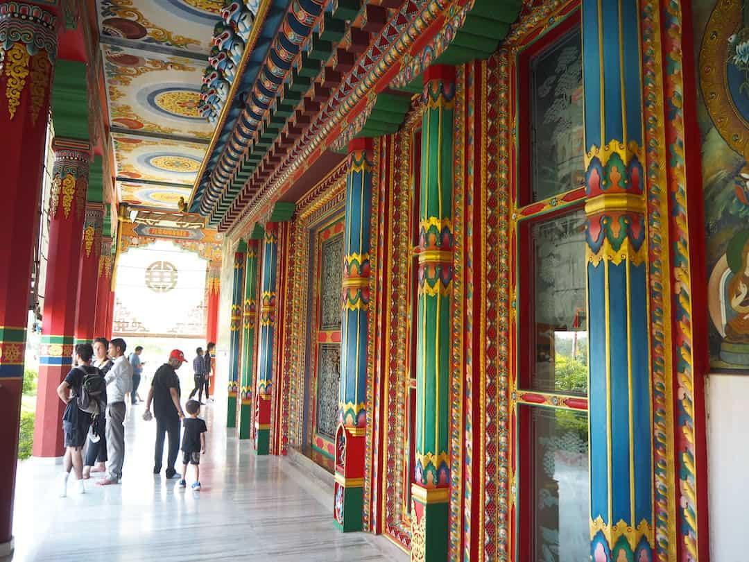 Bunt von außen: Der deutsche Tempel