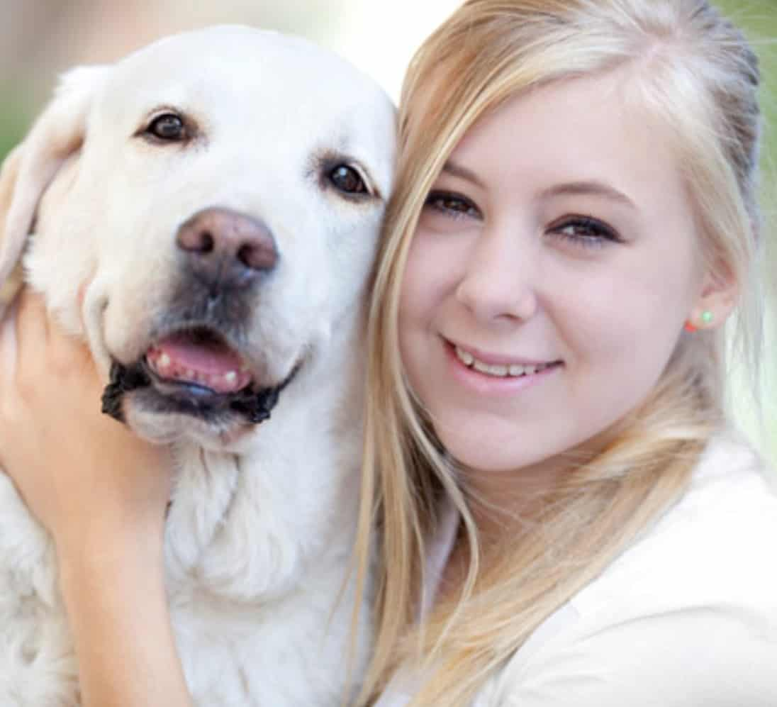 teen girl with therapy dog