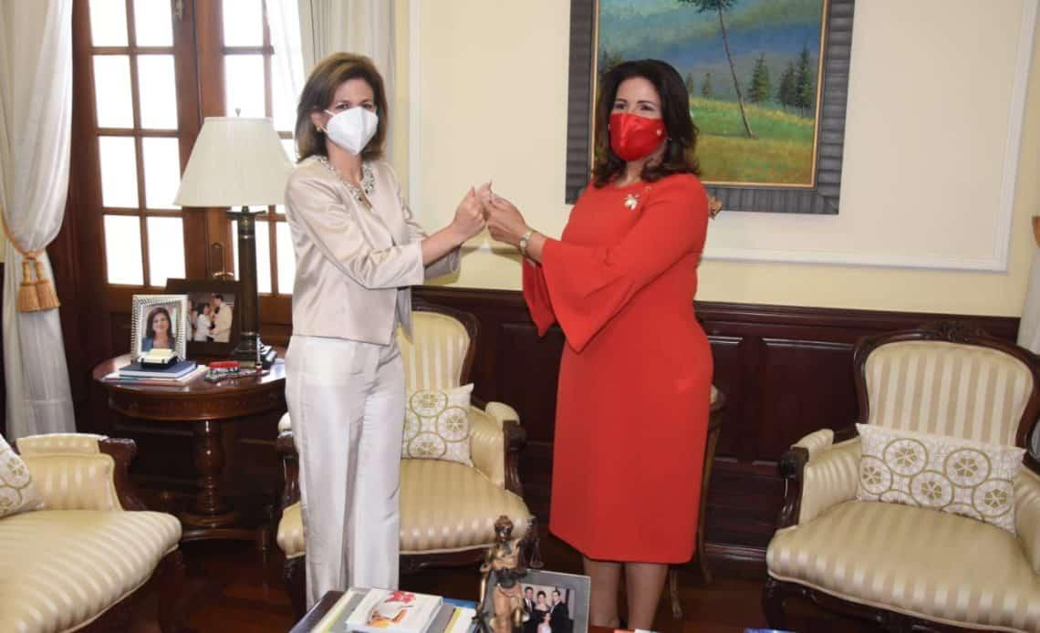 Vicrpesidenta electa, Raquel Peña y vicepresidenta saliente, Margarita Cedeño. Foto Franklin Guerrero.