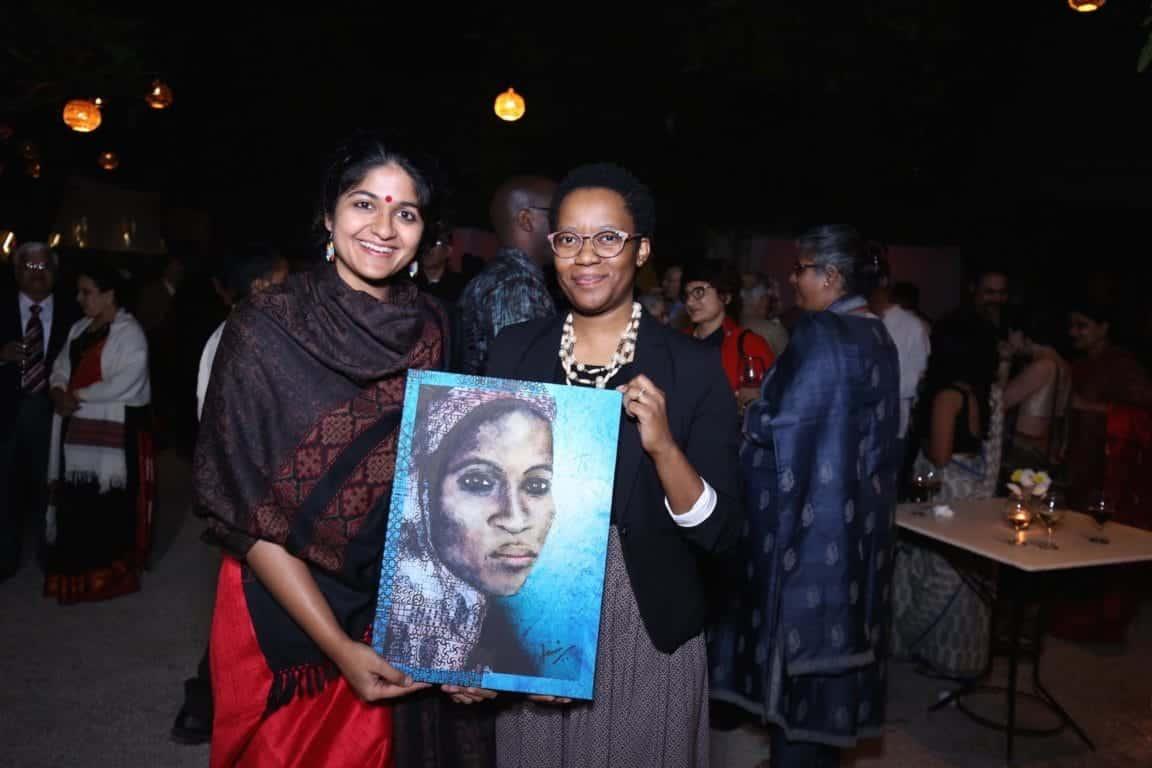 Ms. Maipelo Mogotsi (First Secretary - Economic, Botswana High Commission) (L) winner of the door prize with Tanvi Srivastava, Creative Director, Chalo Africa (R)