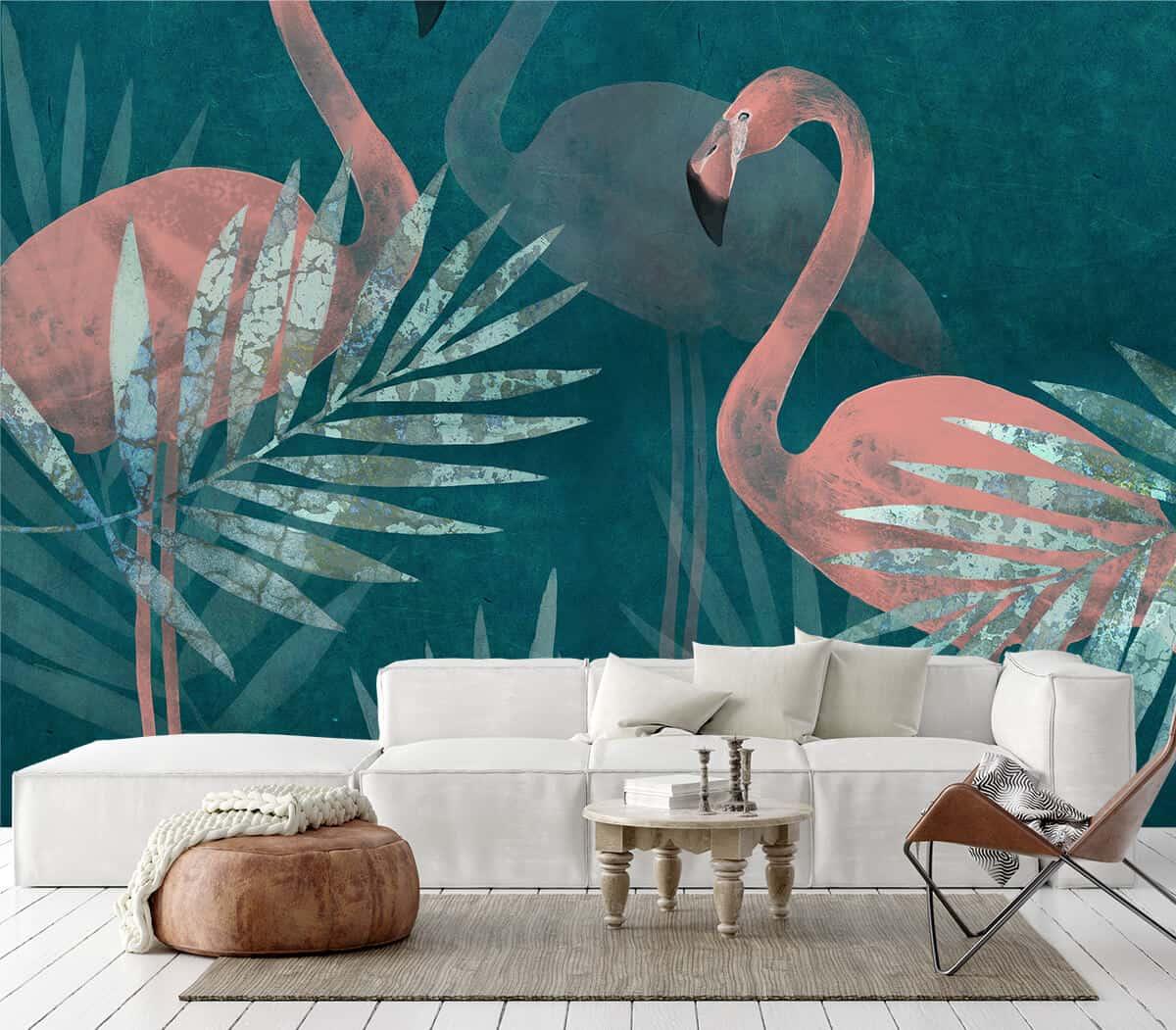 Aranżacja salonu biała kanapa i tapeta z flamingami