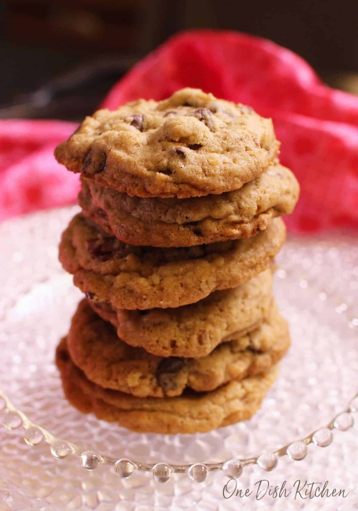 A stack of six doubletree cookies on a small plate