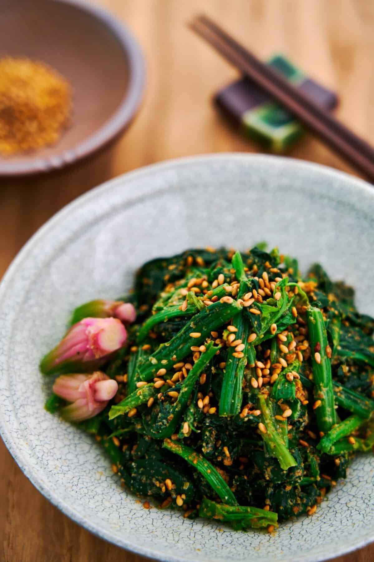 4 basic ingredients are all you need to make this flavorful Japanese spinach and sesame salad (goma ae).