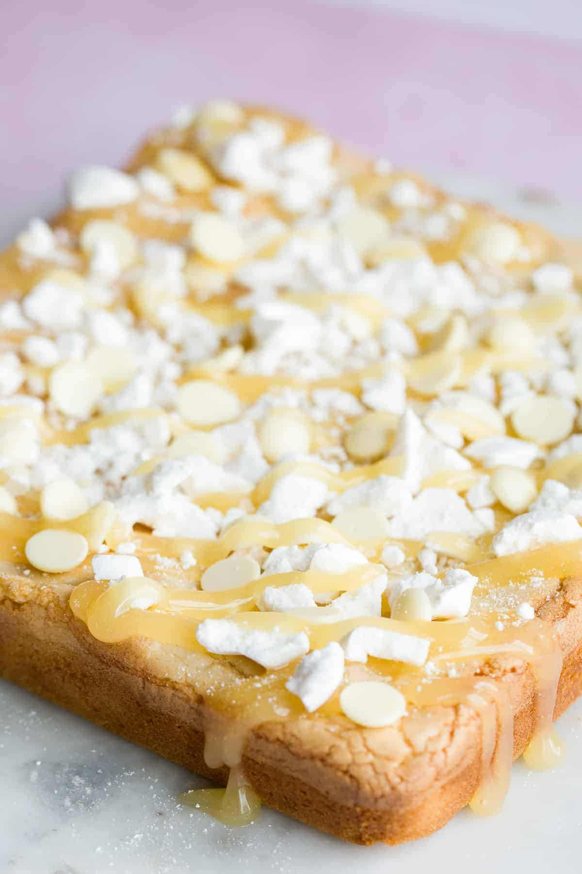 A slab of blondies decorated with lemon drizzle.