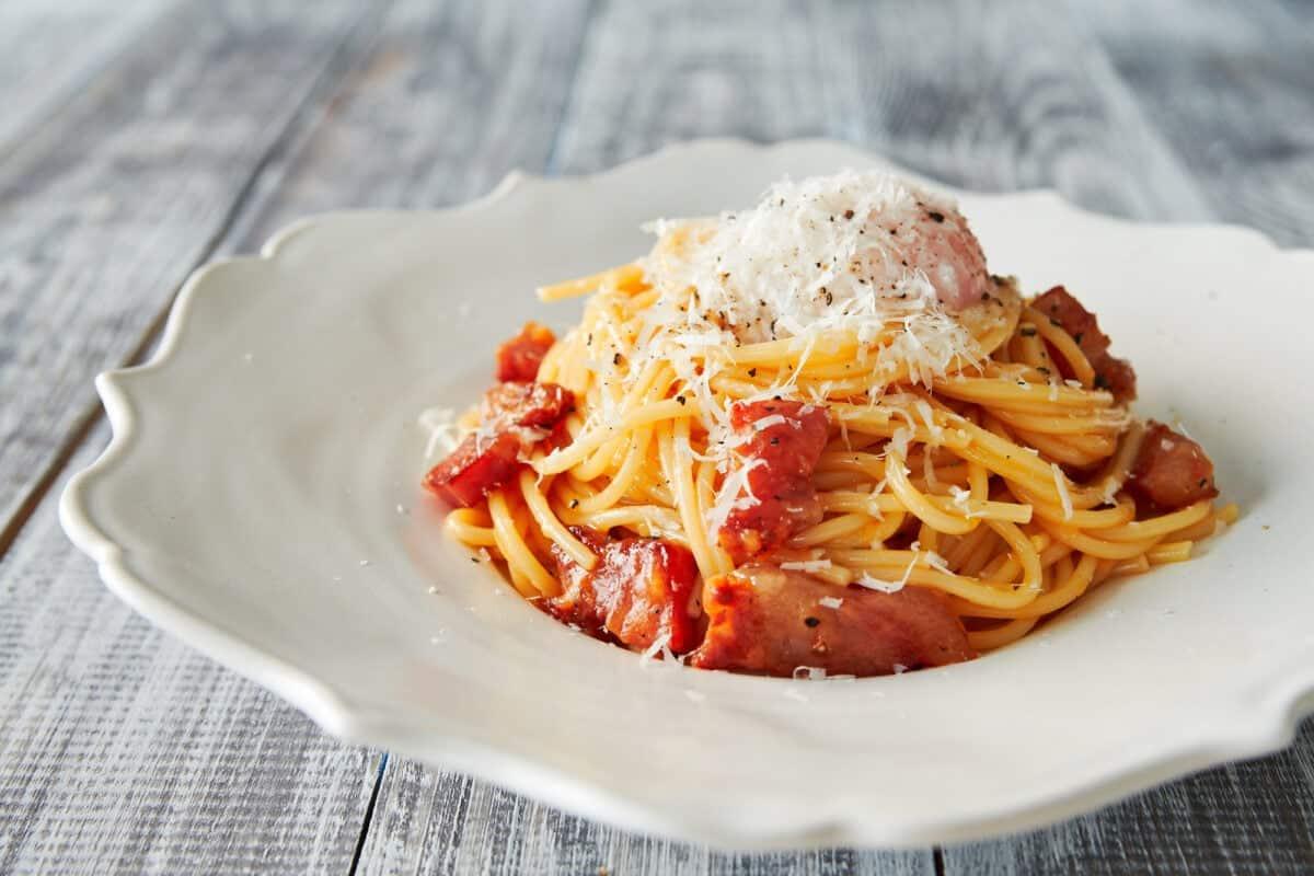 Simple five ingredient Spaghetti alla Carbonara recipe.
