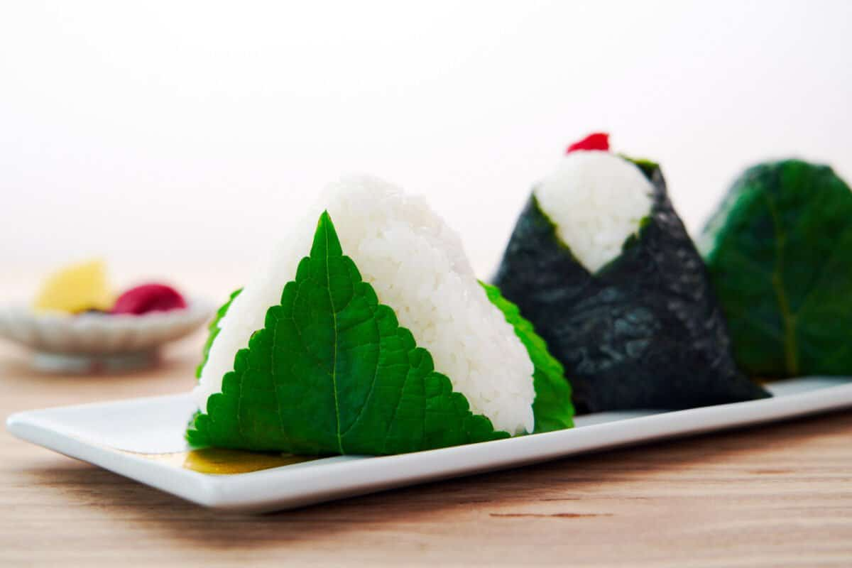 Easy guide to make Japanese triangular rice balls (Onigiri).