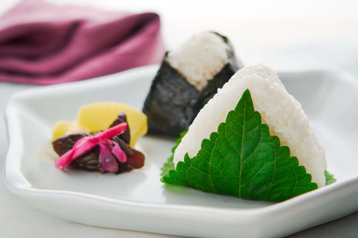 Easy onigiri rice ball recipe stuffed with a delicious mix of canned tuna, mayonnaise and soy sauce.