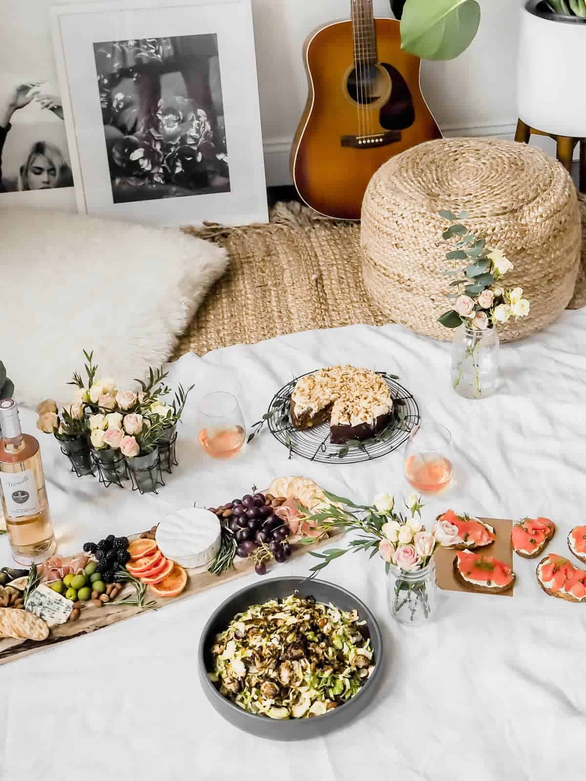 Staying in is the new going out. Especially when it involves an indoor picnic and your boo. Here are 5 steps to create the perfect indoor picnic date night!