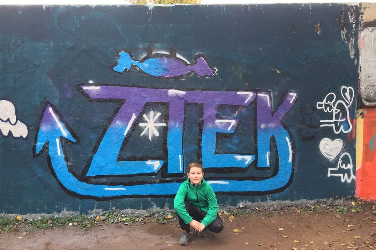 Der Graffiti Workshop Stuttgart Herbstferien 2019 war wieder ein kreativeres Wochenende! Zusammen haben wir geplant,gezeichnet und gesprüht.