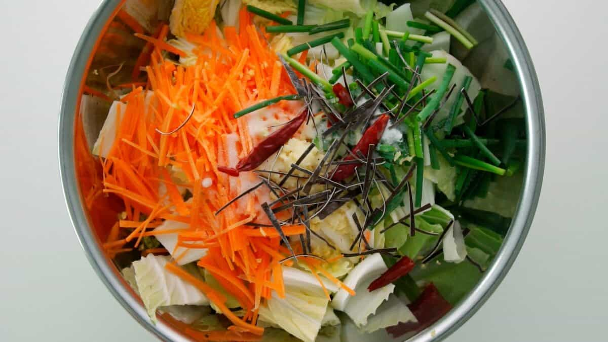 Ingredients for Japanese cabbage pickles in a bowl.