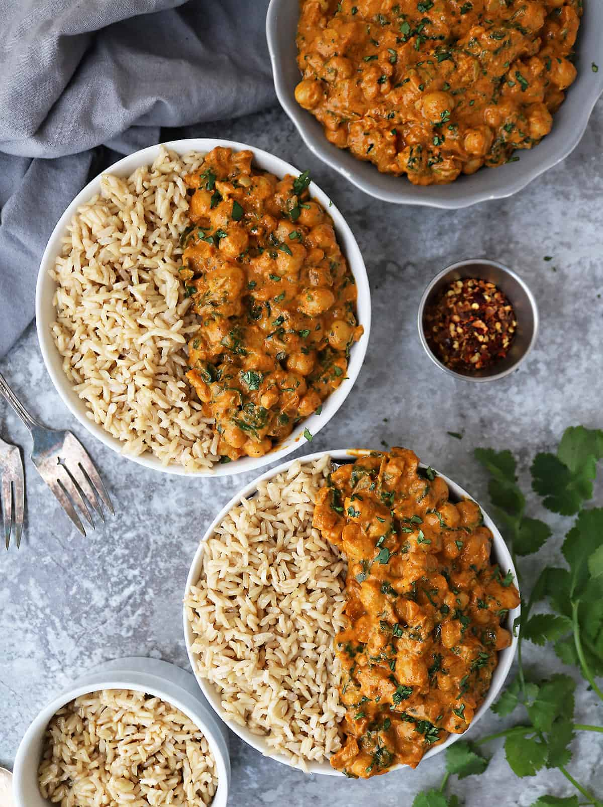 Two bowls with easy vegan chickpea spinach curry