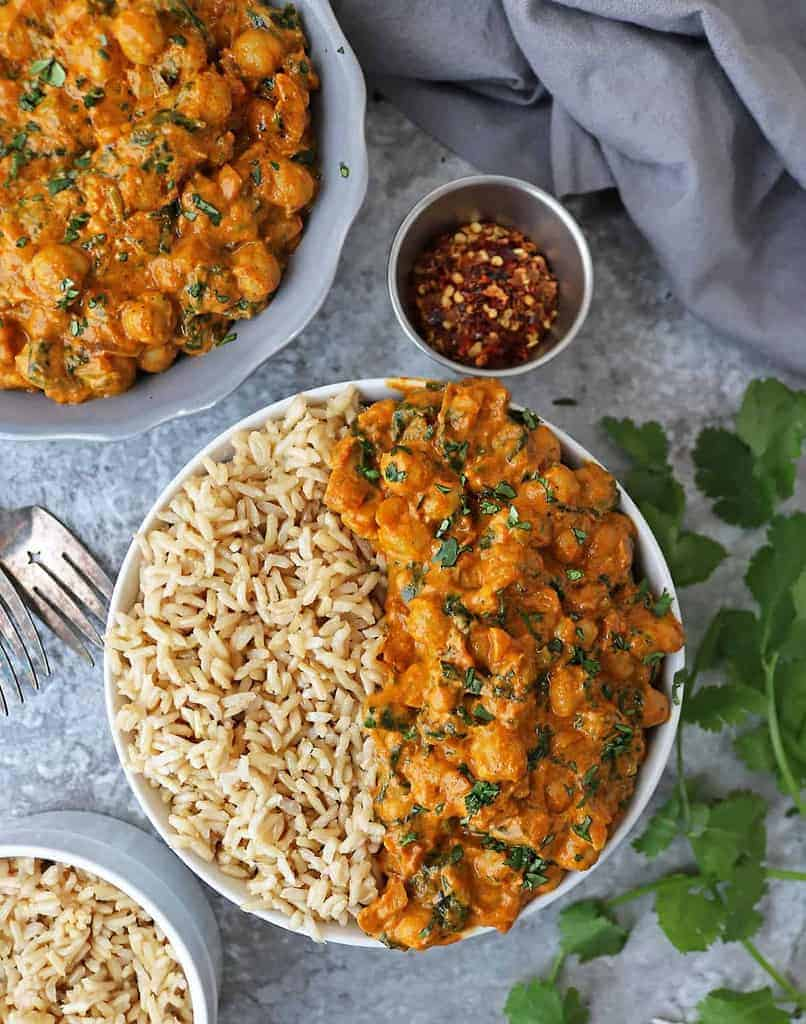 Tasty vegan chickpea spinach curry with canned chickpeas and frozen spinach