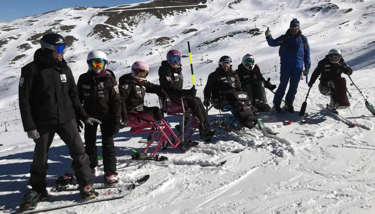 Equipo Fundación También Competición Esquí & Snowboard durante los entrenamientos en Sierra Nevada: Jaime Hernández, Paula Hormaeche, Audrey Pascual, Irene Villa, Nathalie Carpanedo, Pablo Tovar, Andrés García y Mariluz del Río.