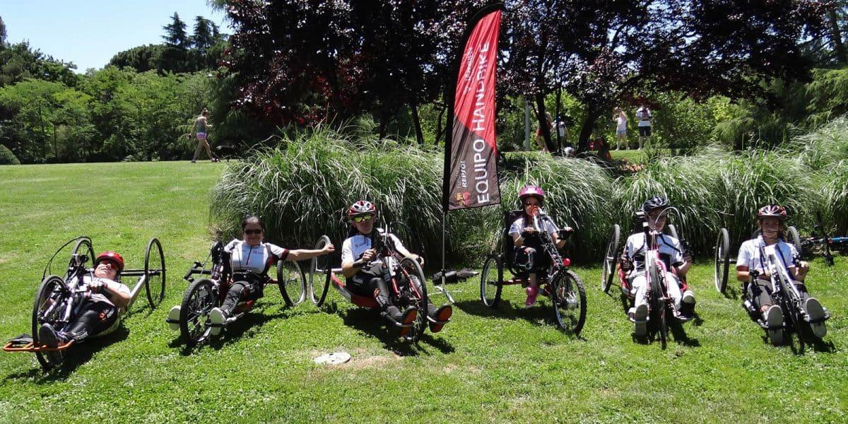 Integrantes del Equipo de competición handbike Fundación Repsol-Fundación También.