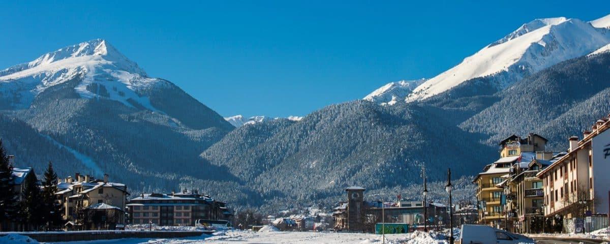Bansko, amb les muntanyes de Pirin al fons