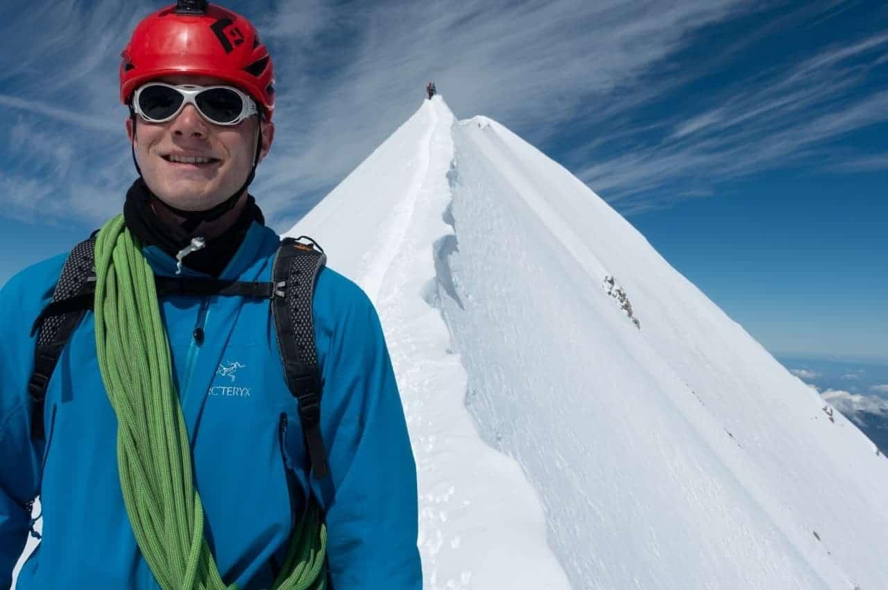 Bergsteigen in der Schweiz am Gipfelgrat vom Mönch