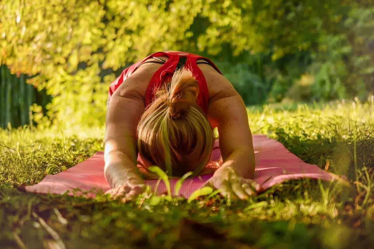 Yoga Outdoor mit Schuhen
