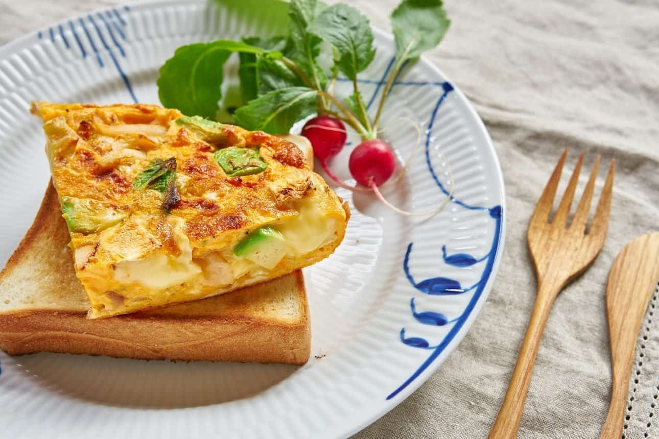 Creamy and ultra flavorful, this caramelized onion, avocado and camembert frittata is crazy good.
