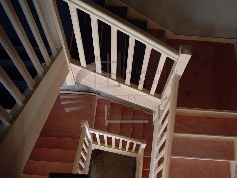 Escalier en bois en colimaçon