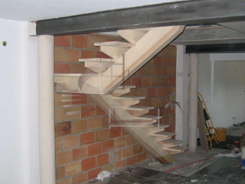 Escalier en bois à limon central
