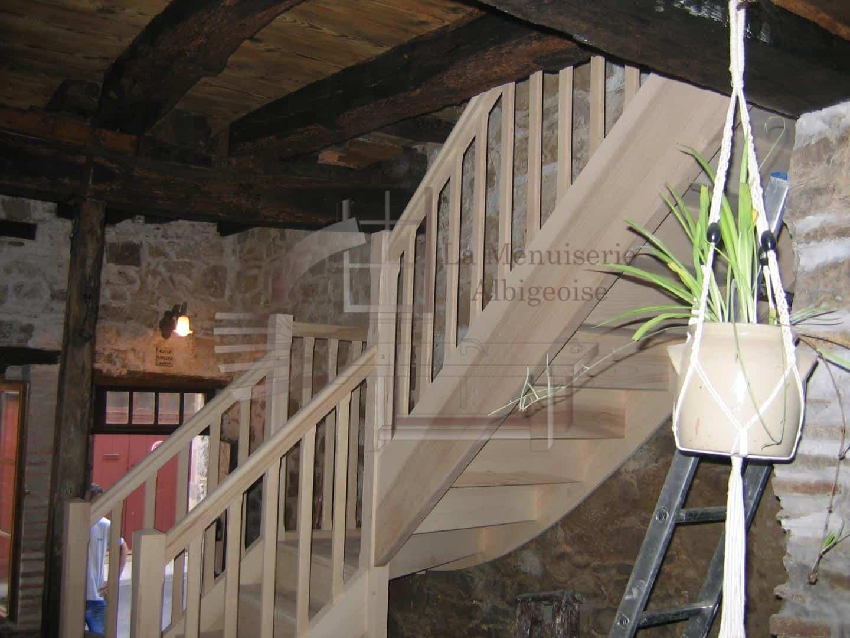 Escalier en bois sur-mesure dans le Tarn