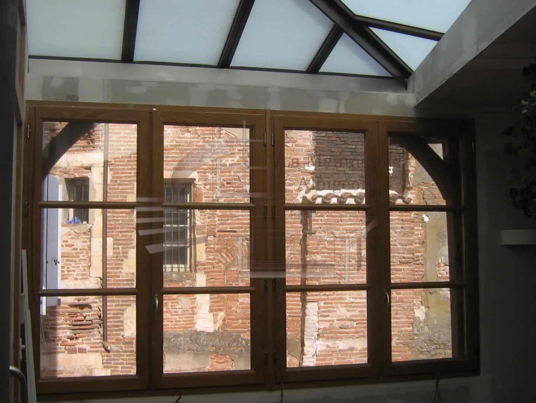 Fenêtre vitrée en bois à Albi