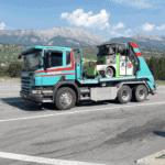 Welaki 1 beim Transport einer Maschine