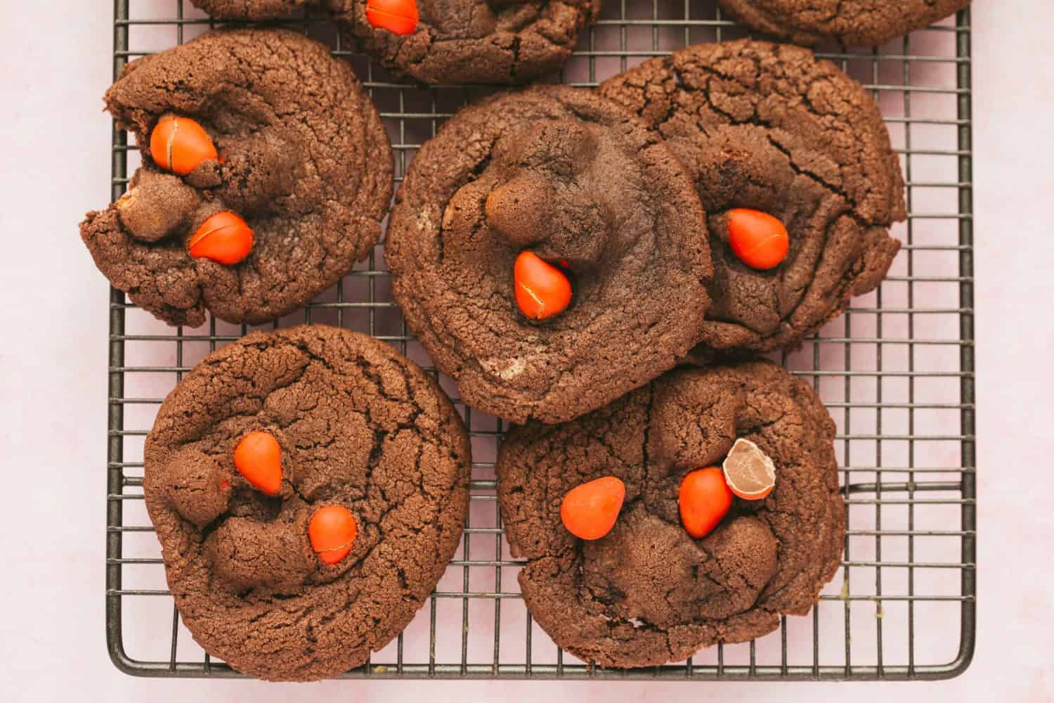 A baking tray covered in baked cookies.