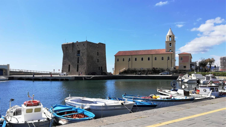il porto di acciaroli torre normanna chiesa assunta e campanile acciaroli il cilentano cilento.jpg