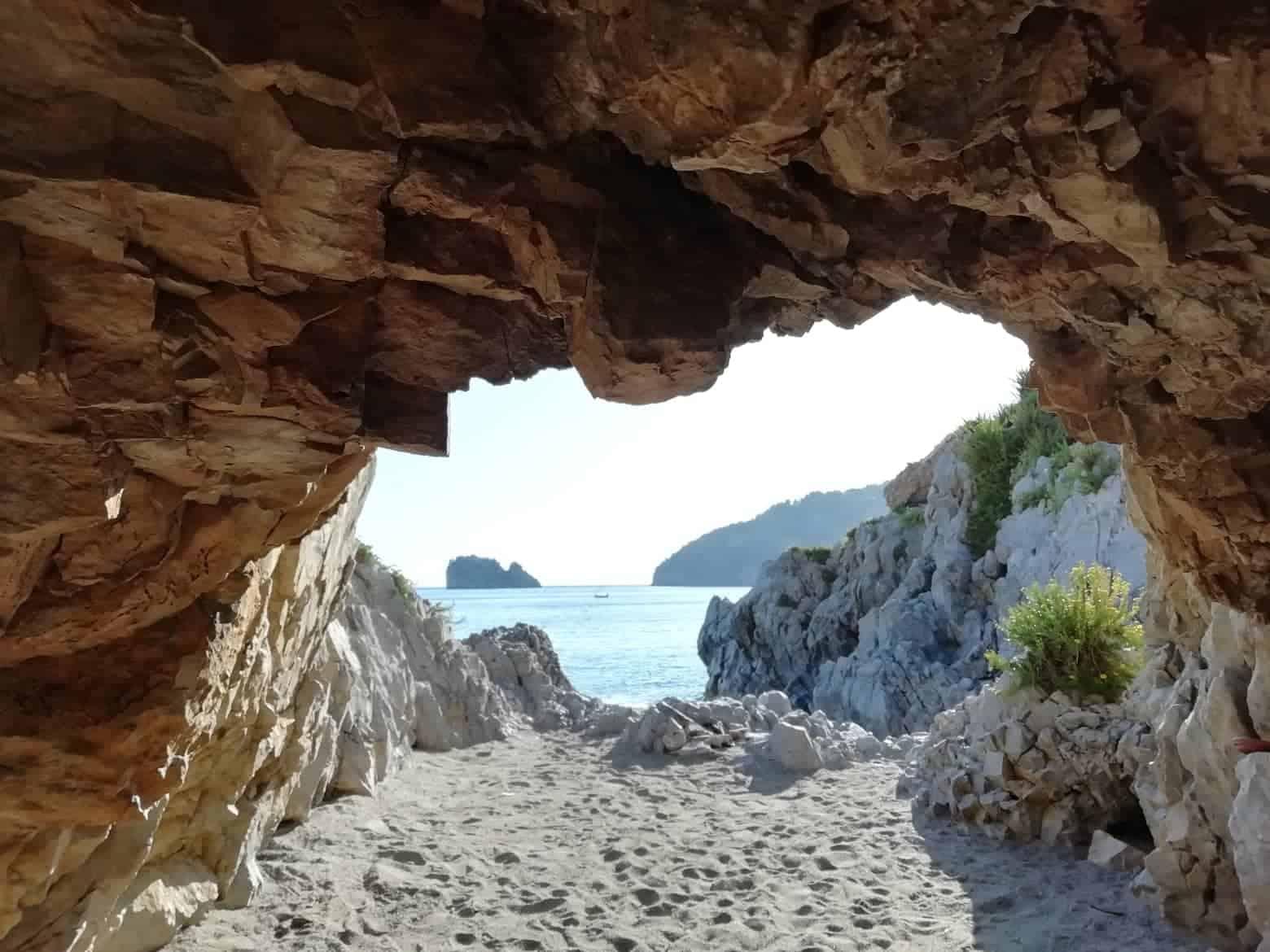 Grotta della spiaggia della Molpa Palinuro