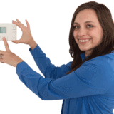 woman_with_thermostat