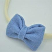 Cremekleurig haarbandje blauwe strik